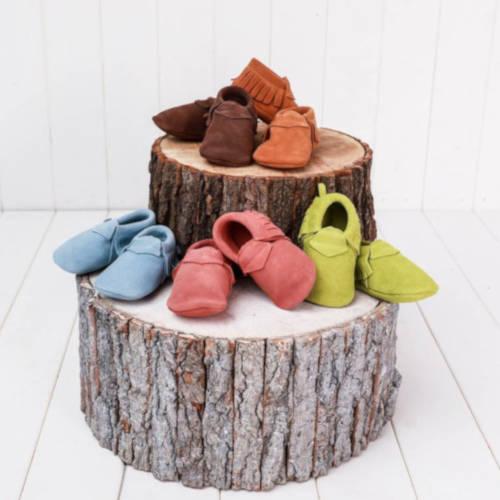 Comment choisir les premières chaussures de bébé